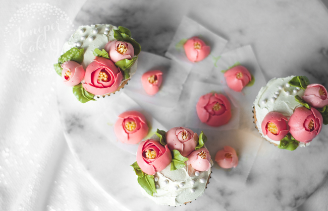 How to pipe simple buttercream tulips