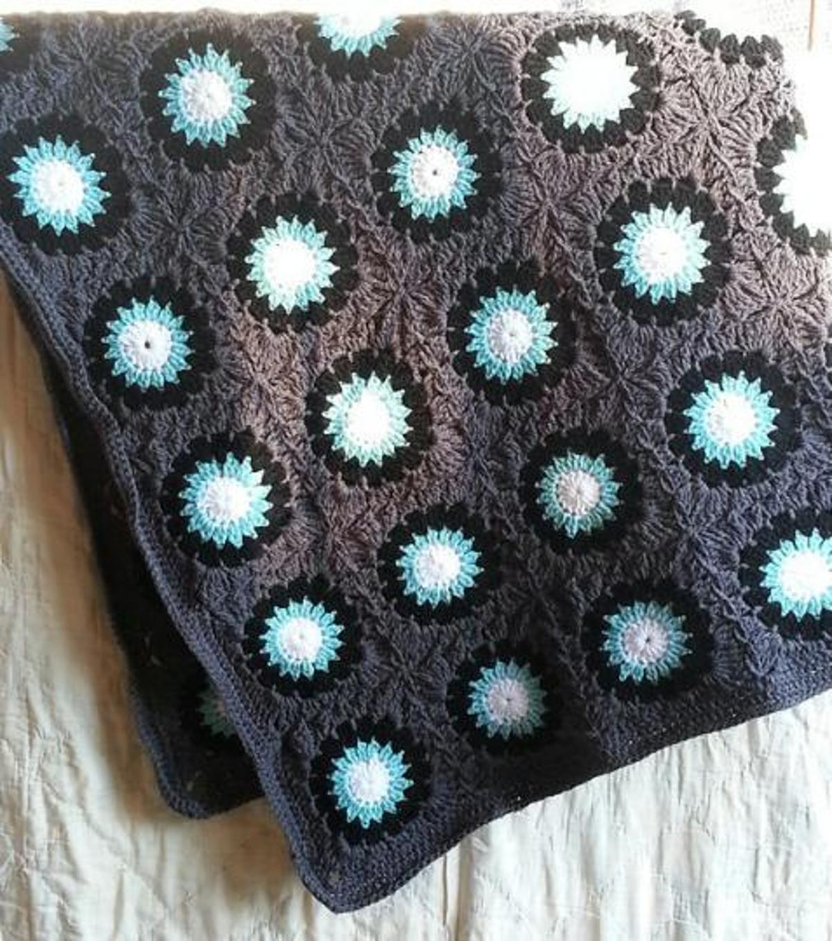 flower sunburst granny square crochet pattern