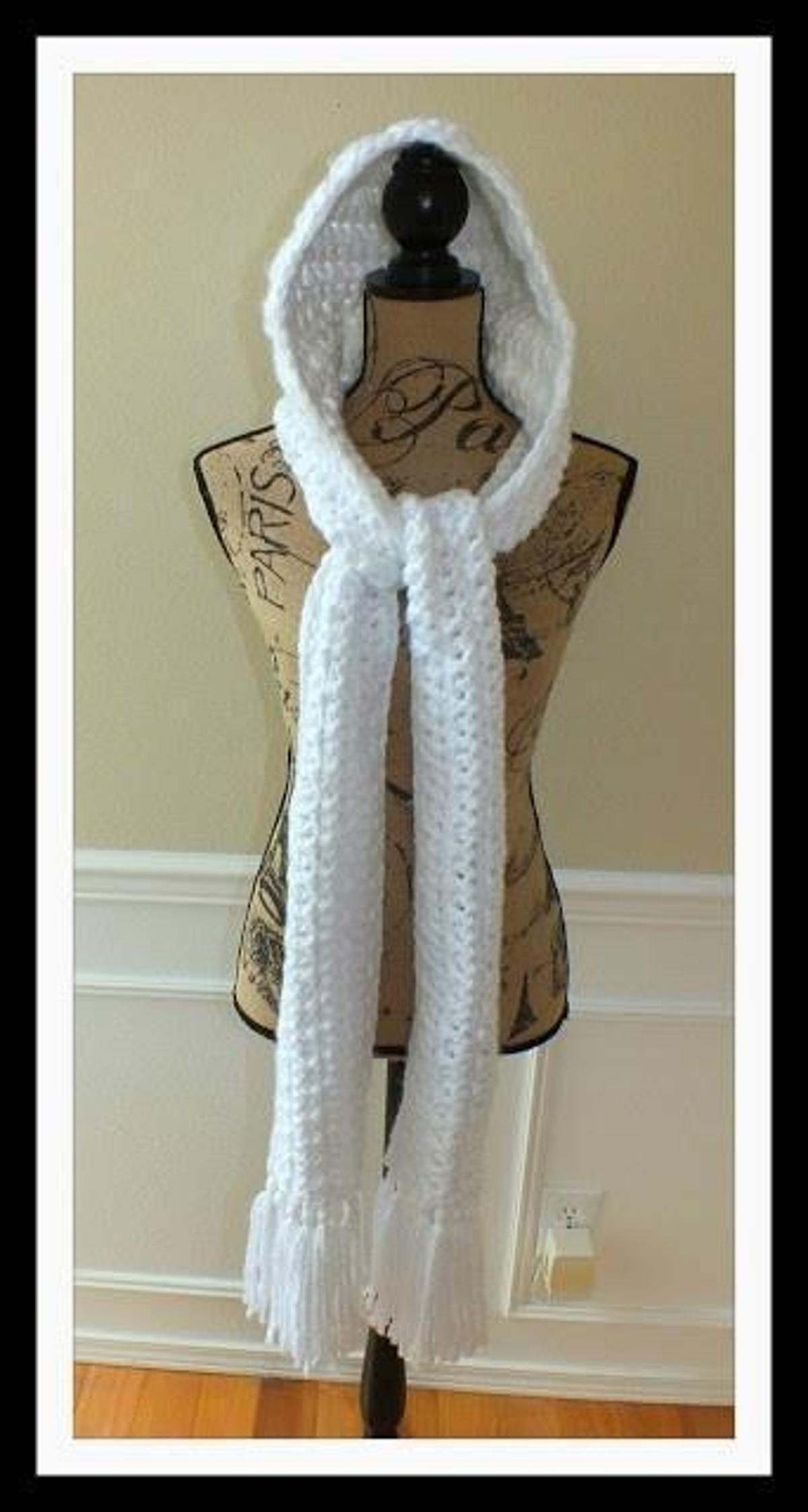 Free Hooded Winter Scarf White Crochet Pattern