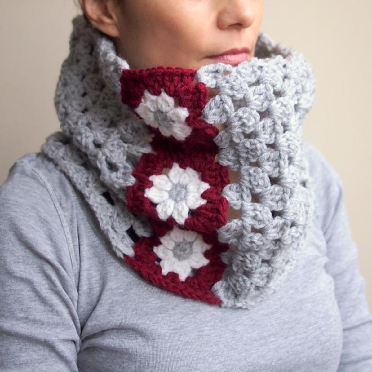 granny squares flower crochet neckwarmer pattern