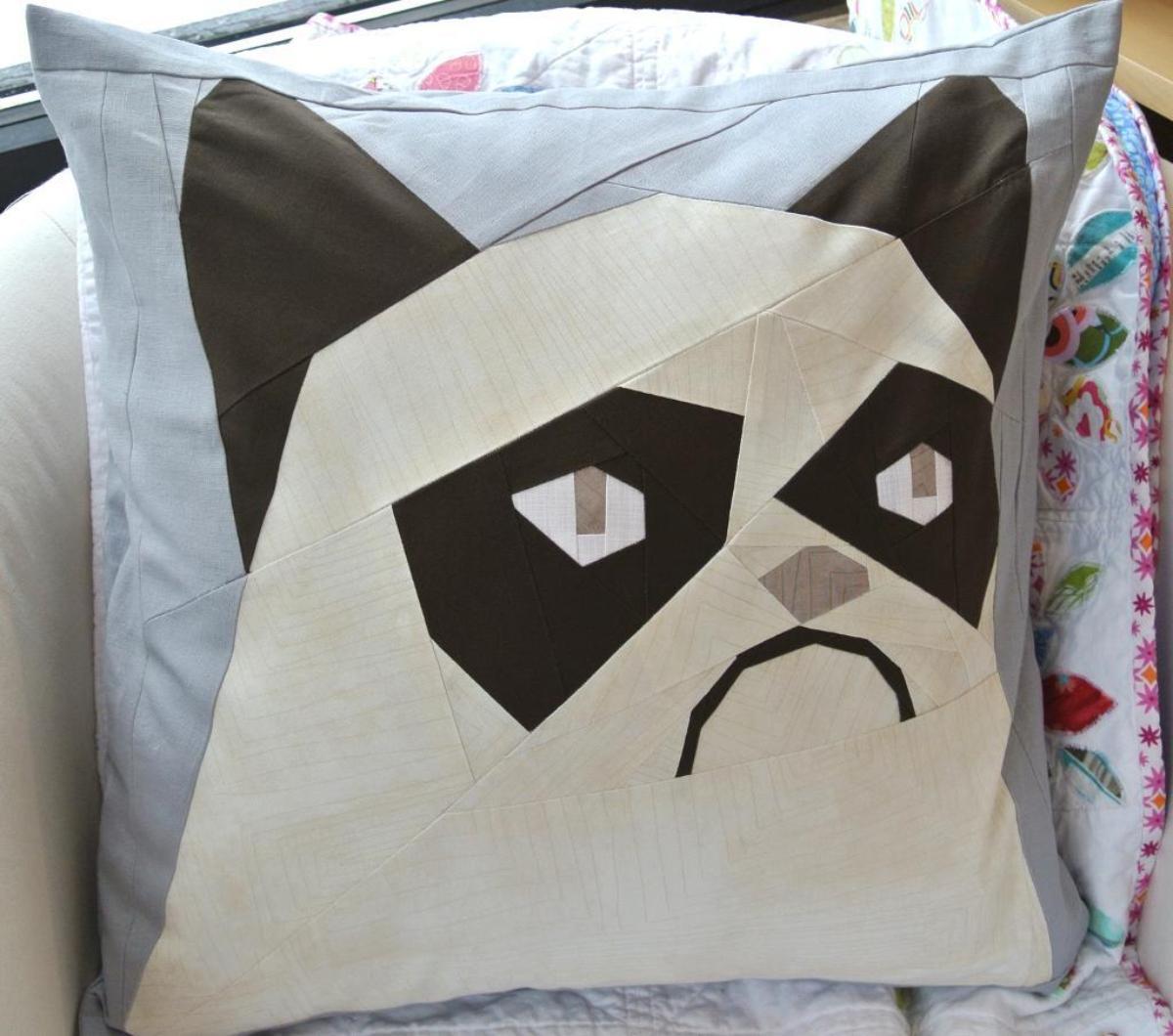 Grumpy Cat Paper Pieced