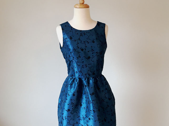 Make your own blue taffeta party dress in a hurry!