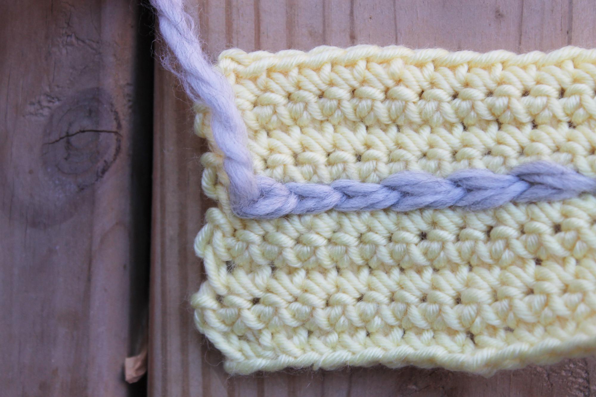 Surface crochet fastening off