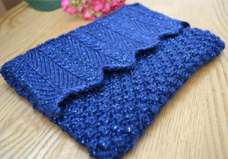 Blueberry Clutch Knitting Pattern