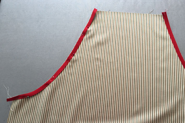 attach bias tape to curved edge