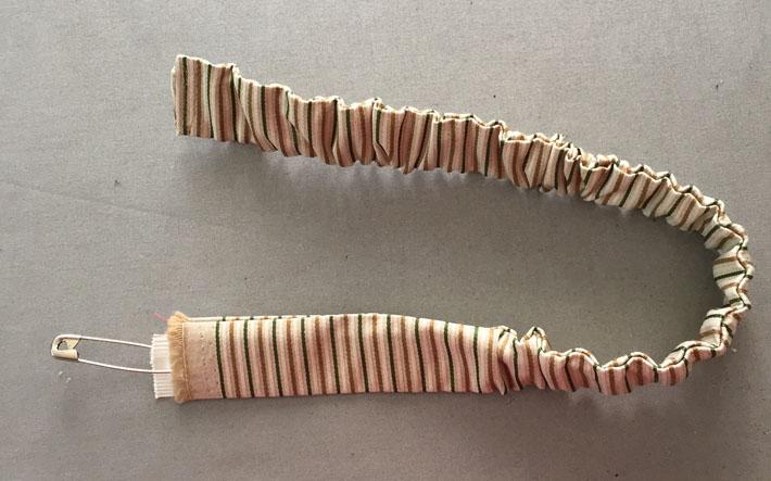 thread elastic through neckband