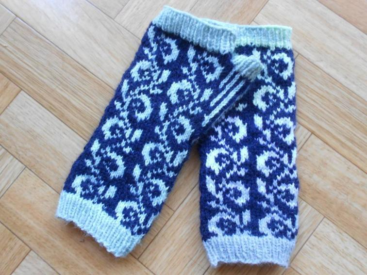 Vintage Leaves Mitts Knitting Pattern