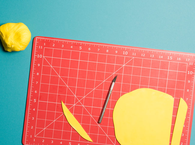 #CraftSavvy Tip No. 3: A quilting mat can help you cut even fondant strips every time.