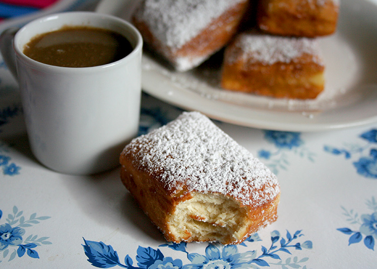 Beignets with coffee