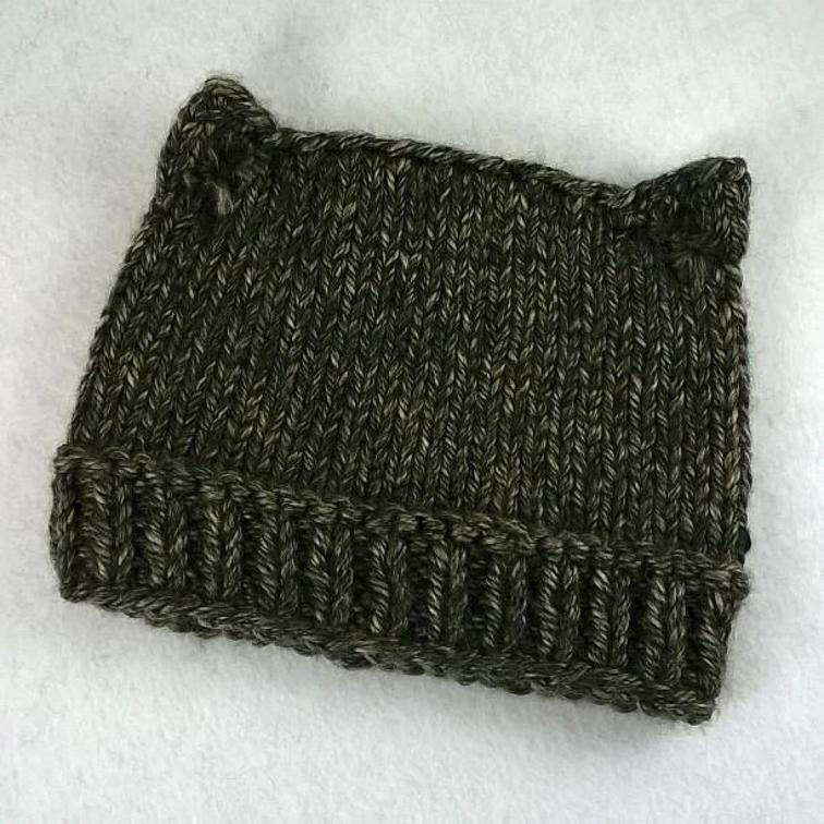 Cat Hat with Ponytail Opening Knitting Pattern