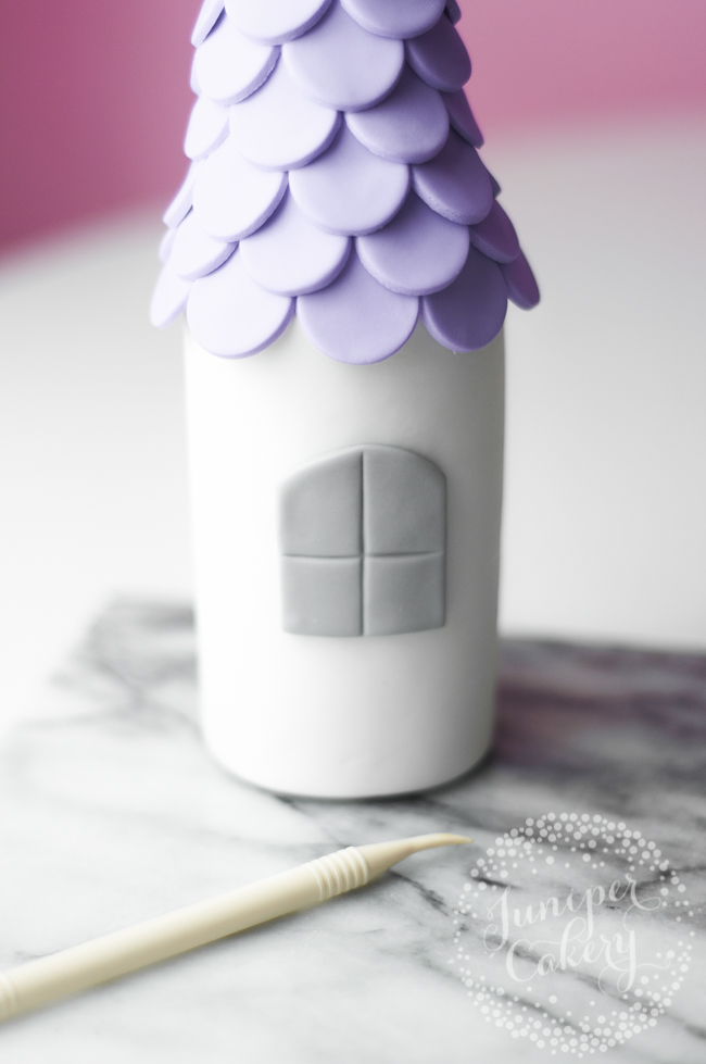 Find out how to decorate a castle cake