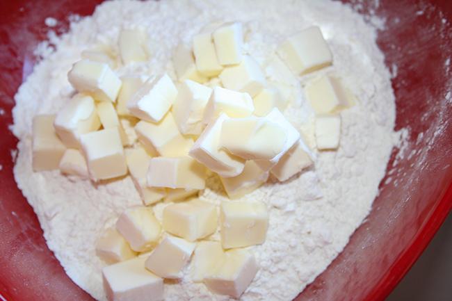 Butter cubes into flour