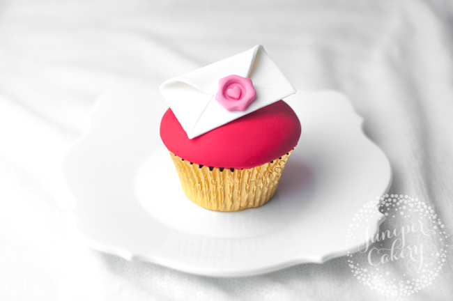 How to make a love letter cupcake for Valentine's Day