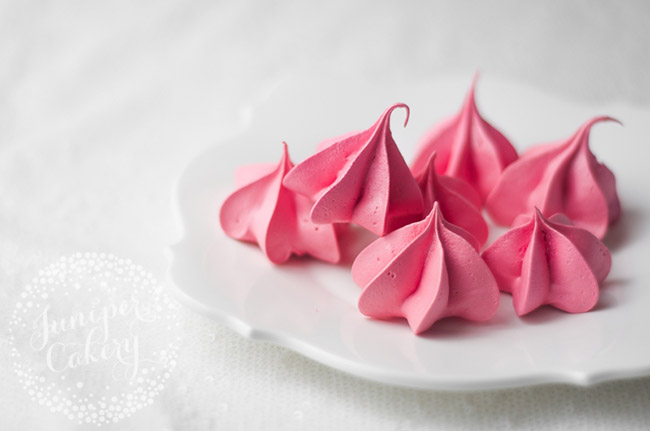 Decorate beautiful desserts and learn how to use a piping bag