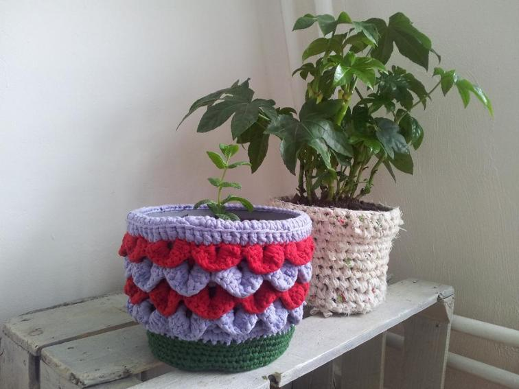 Shiny Happy Plant Pot Holder Crochet Pattern