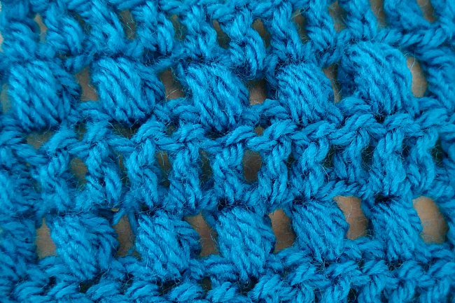 Crochet puff stitch tutorial close with chain