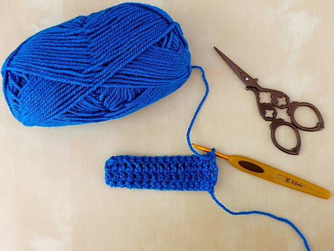 Crochet puff stitch tutorial starting a swatch
