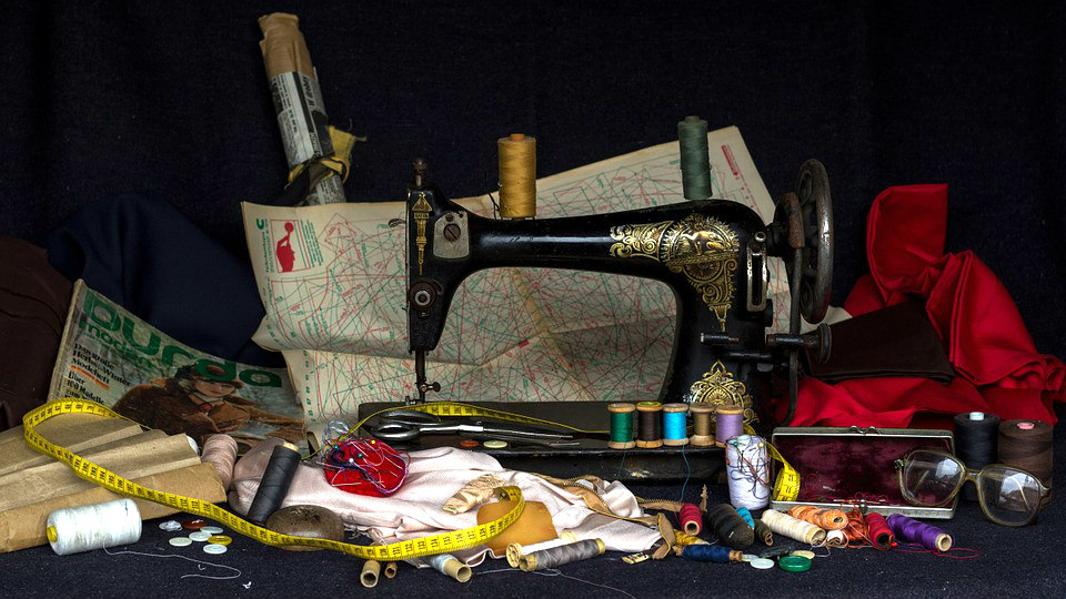 Vintage Manual Sewing Machine
