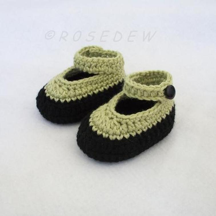 Crochet Baby Booties with Ankle Strap