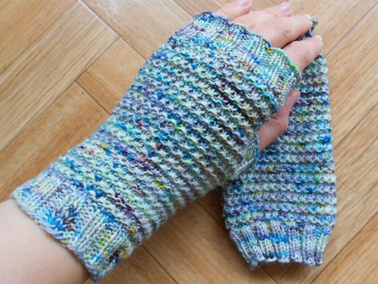 Speckled Fingerless Gloves Knitting Pattern