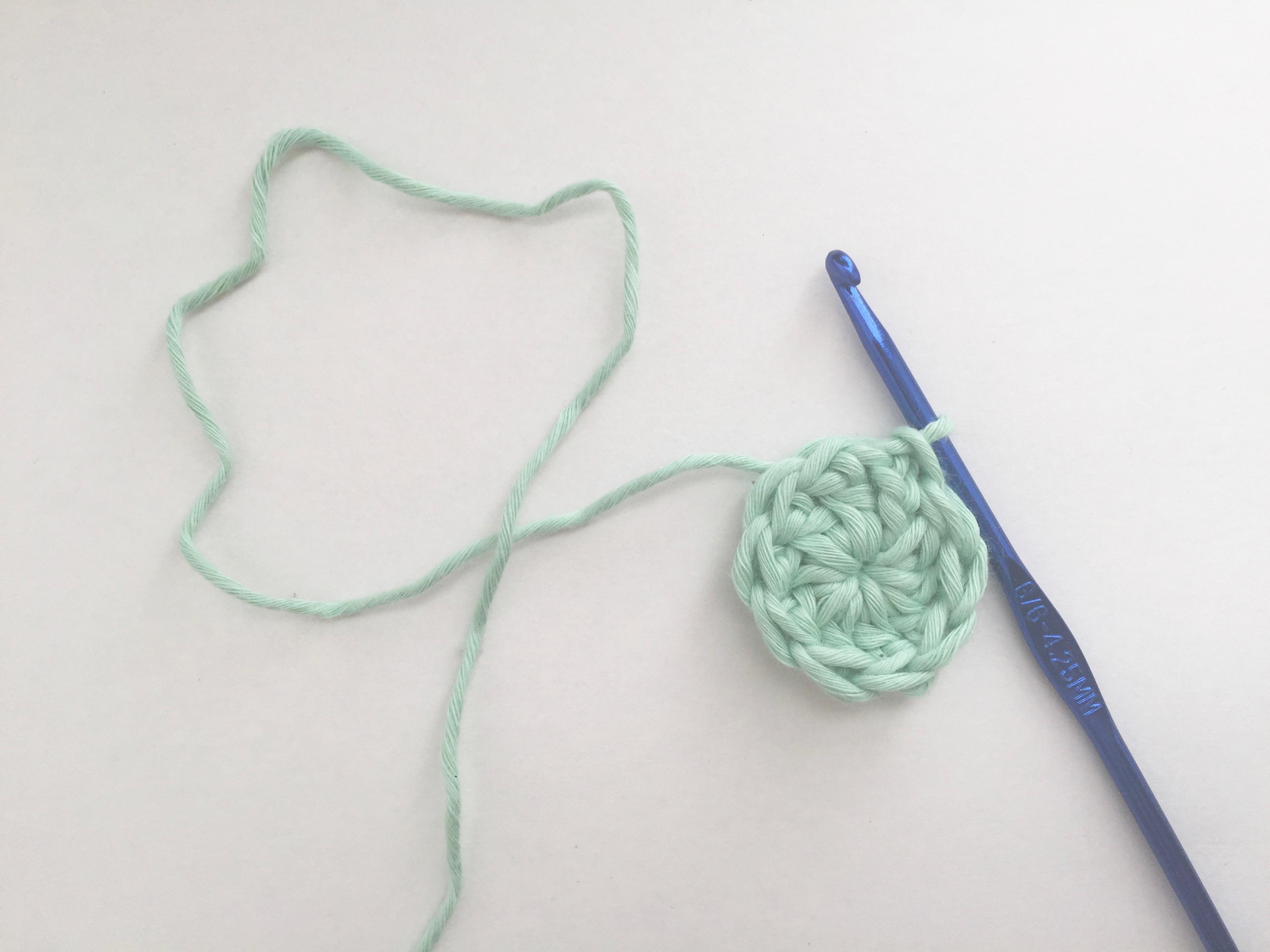 crochet baby hat round 1