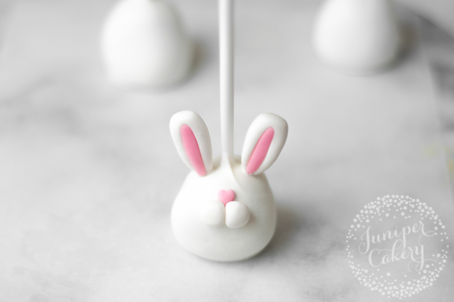 Make these cute bunny cake pops