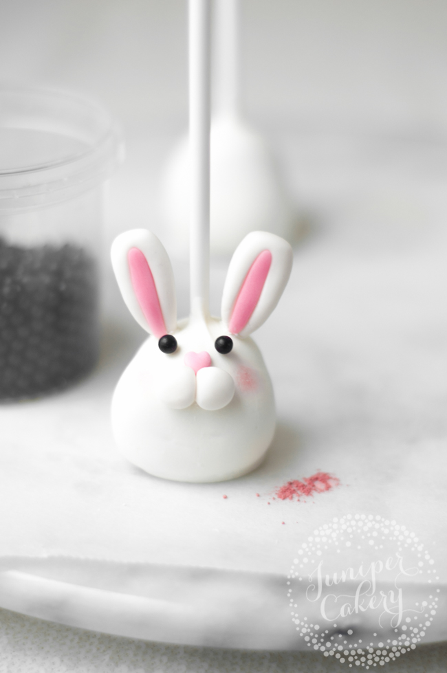 Make these adorable bunny cake pops