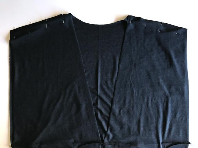 Cardigan shoulder seams