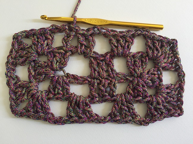 crochet granny rectangle round 2, step 7