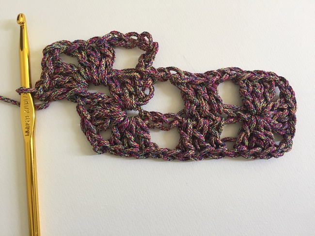 crochet granny rectangle round 2, step 2