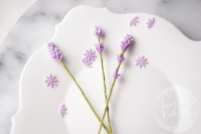 Find out how you can make fondant lavender