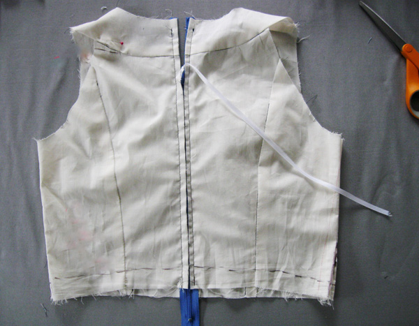 muslin back with zipper