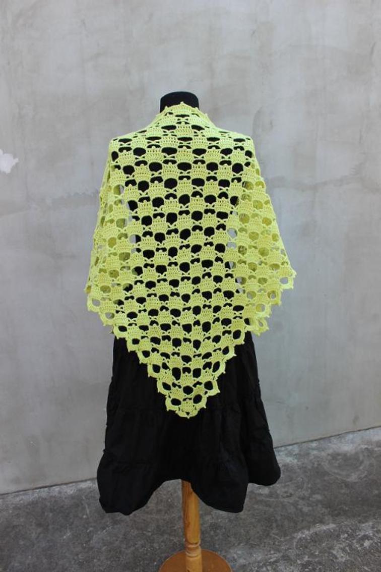 triangle green shawl