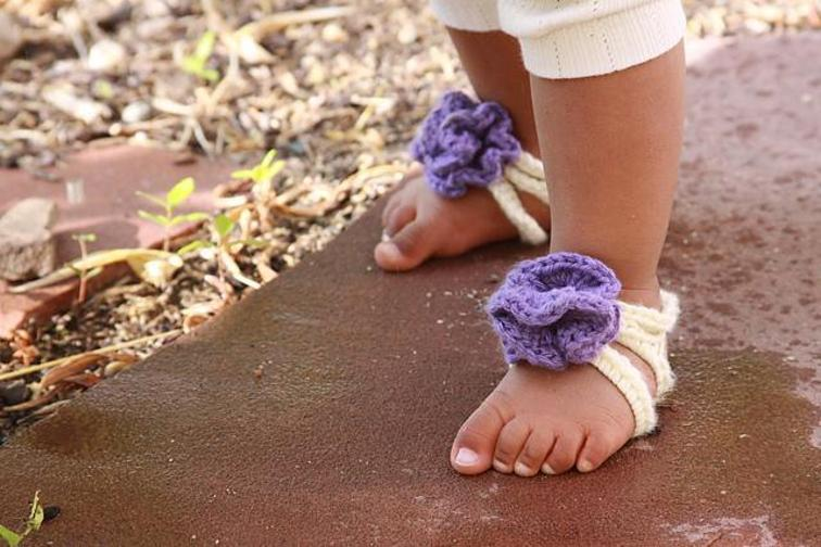 baby barefoot stripy sandals crochet pattern