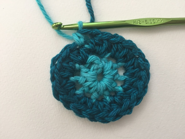 crochet spiral start round 3