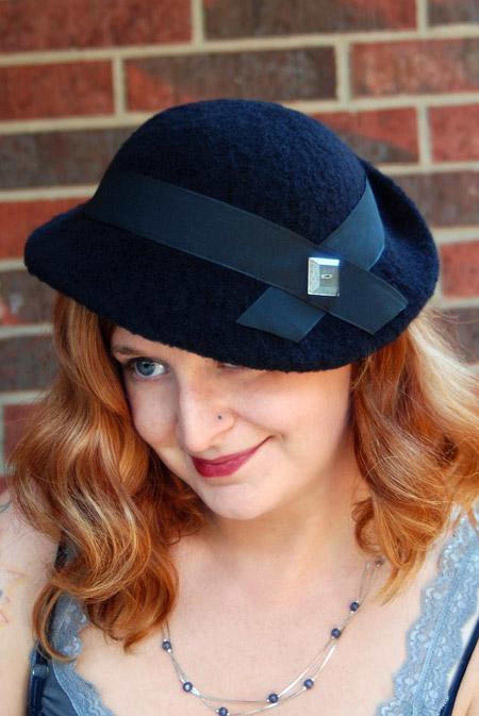 knit Evelyn Vintage Tilt Hat