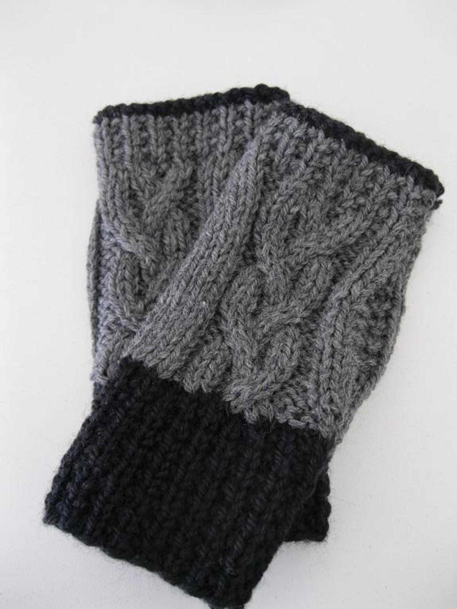 Moon Hollow Braid Cable Fingerless Gloves Knitting Pattern