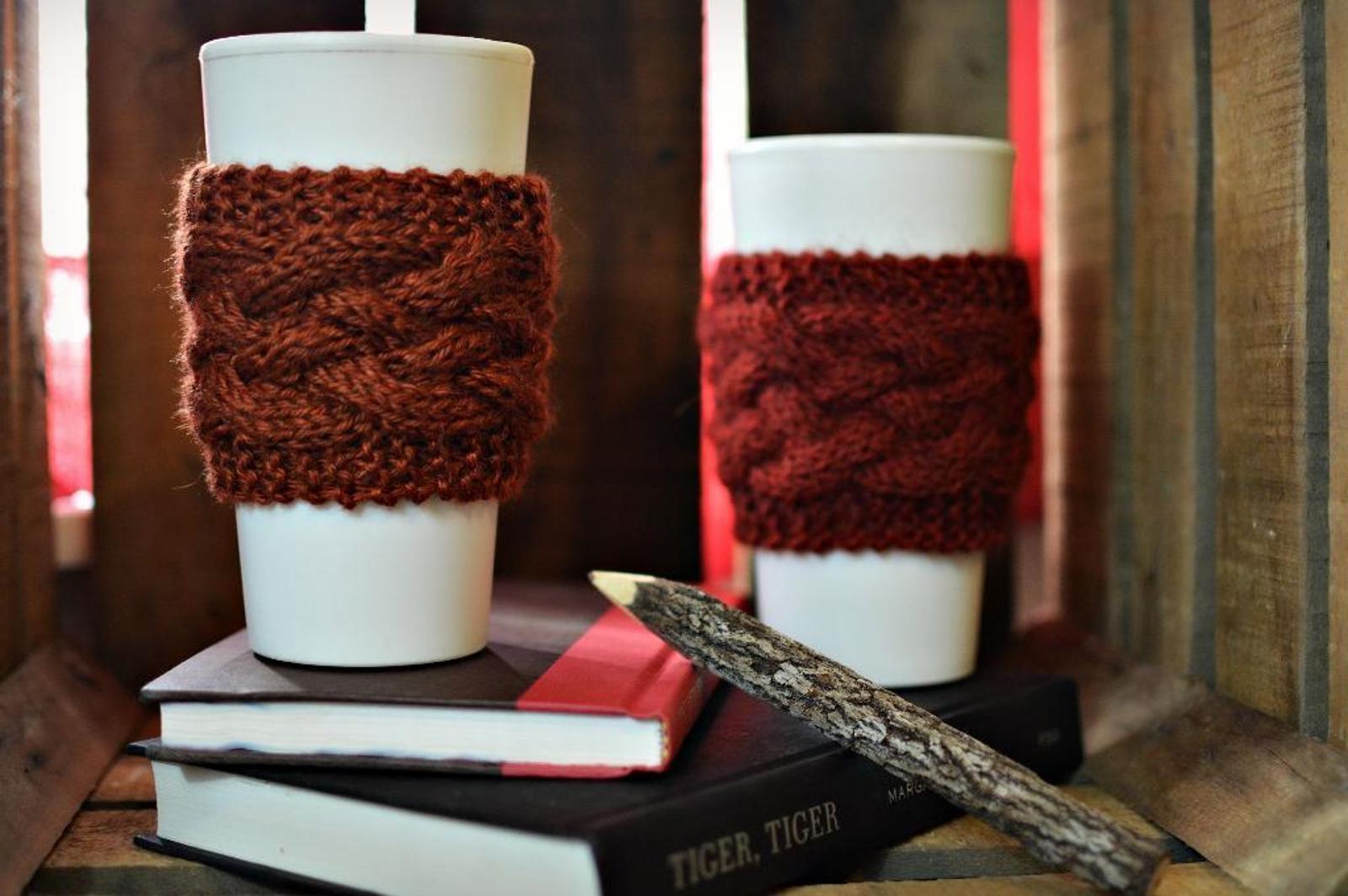 The Braid Seamless Coffee Cozy