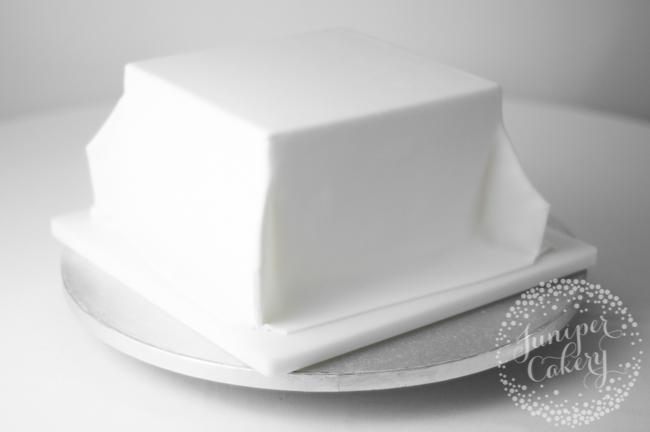 Tips for icing a square cake with fondant