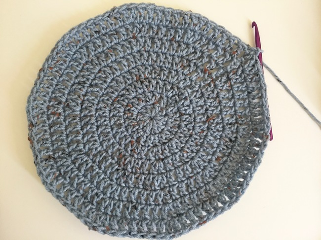 large double crochet circle made of gray yarn