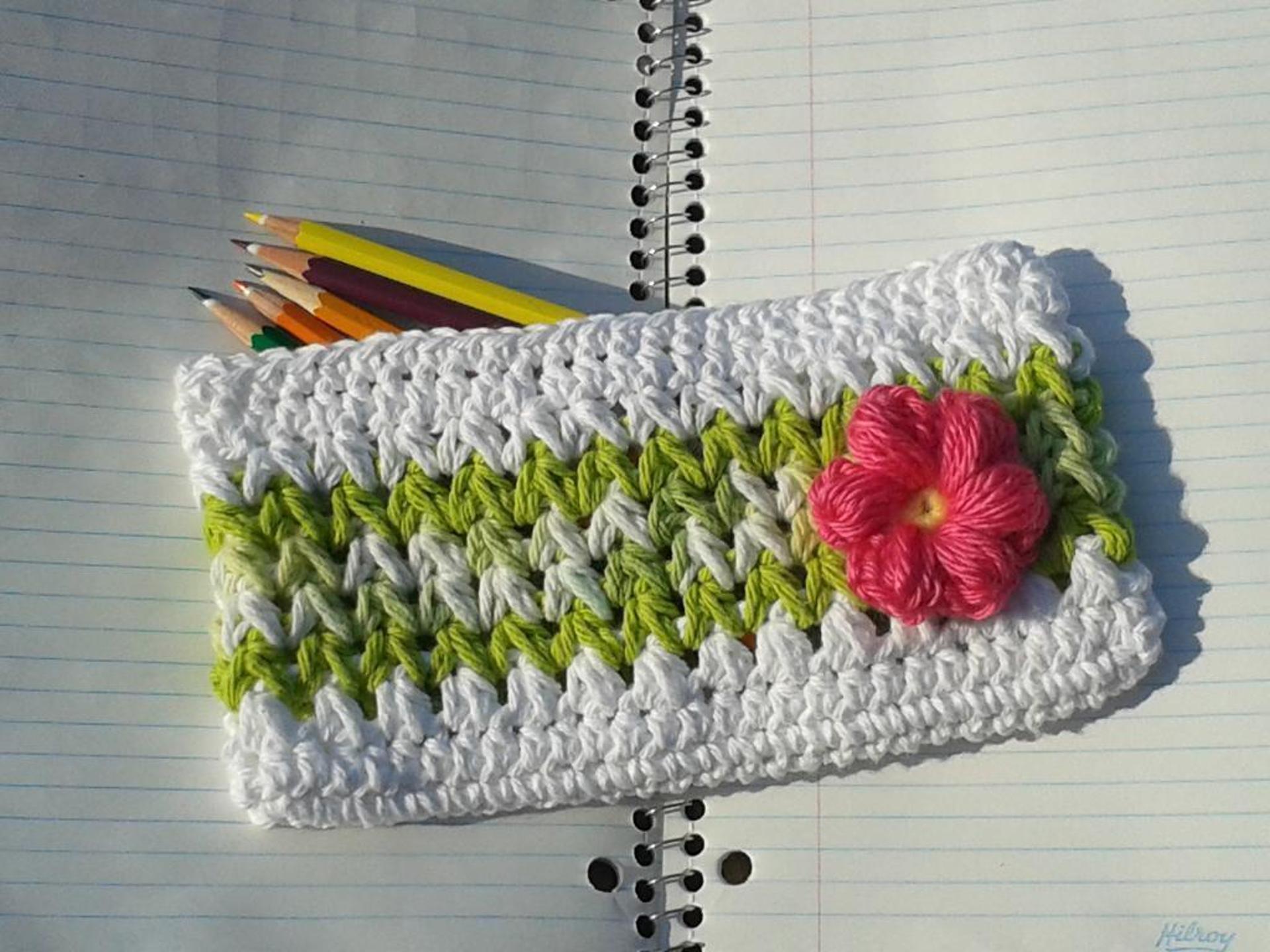 Flower pencil case crochet pattern