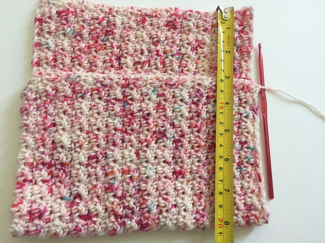 measuring crochet clutch