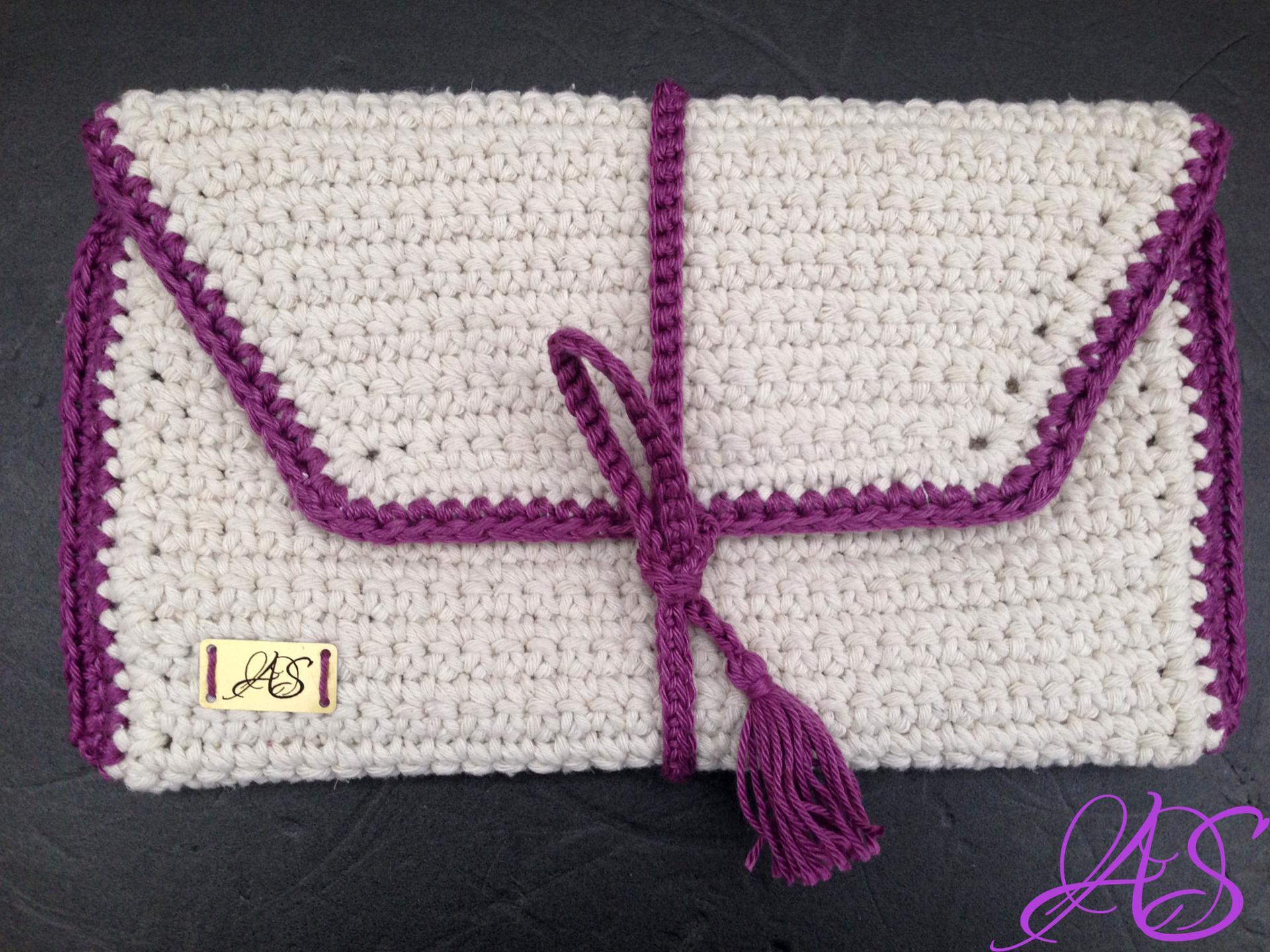tasseled crochet pencil case pattern