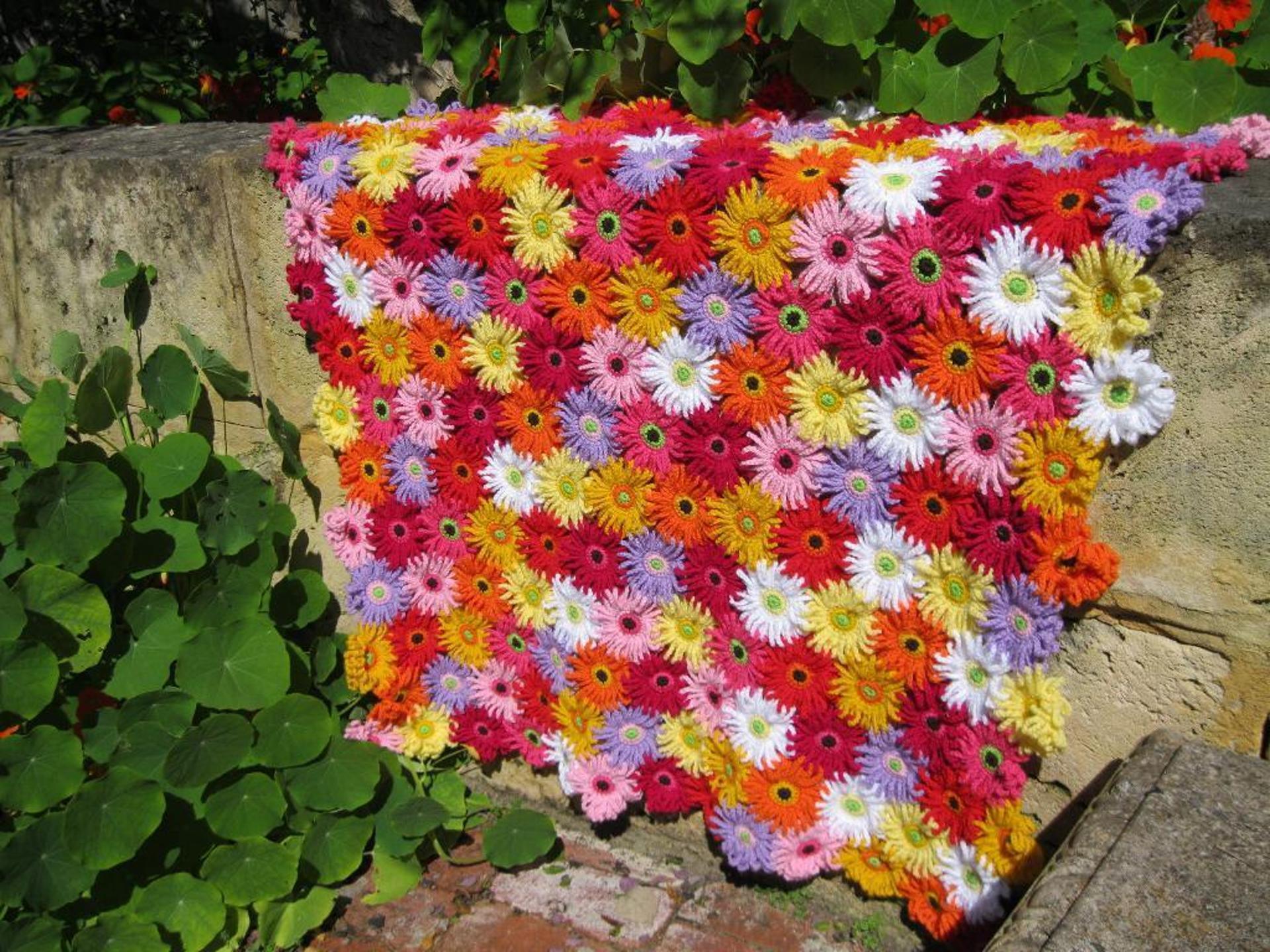 gerbera garden blanket crochet pattern