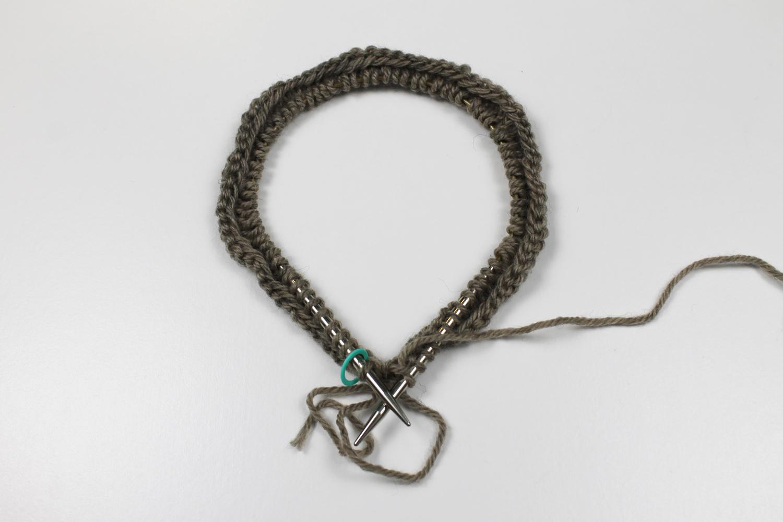 Knitting a Latvian braid on the needles