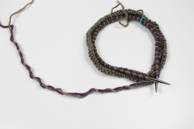 Knitting a Latvian braid