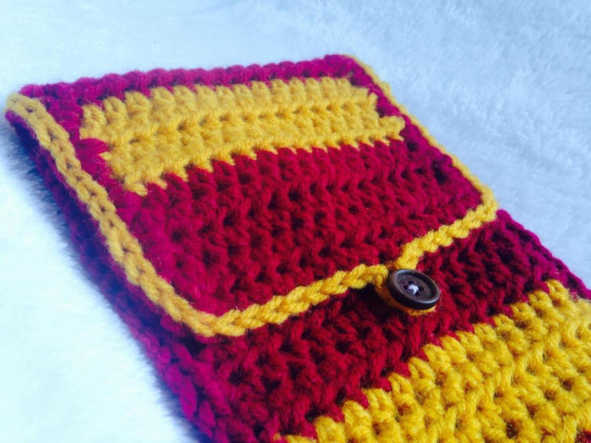 school spirit pencil pouch crochet pattern