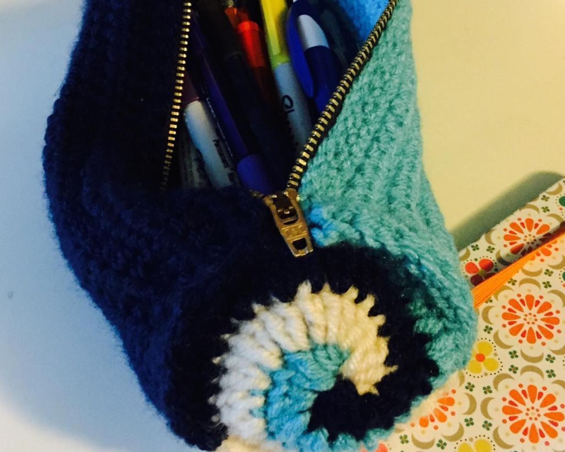 swirly pencil case crochet pattern