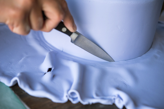Cutting Excess Fondant off cake