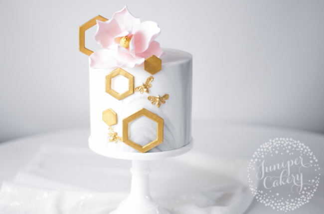 Elegant bee cake tutorial by Juniper Cakery